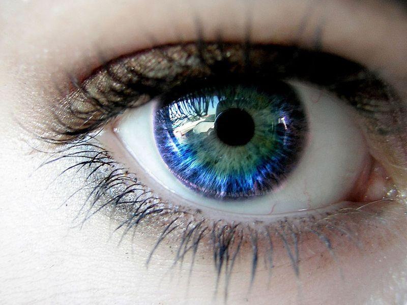 Ochi care isi schimba culoarea