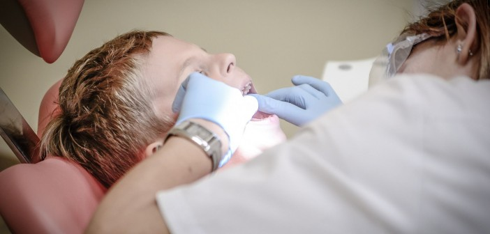 copil la dentist
